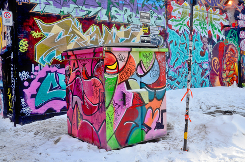 ako odstrániť graffiti z domu